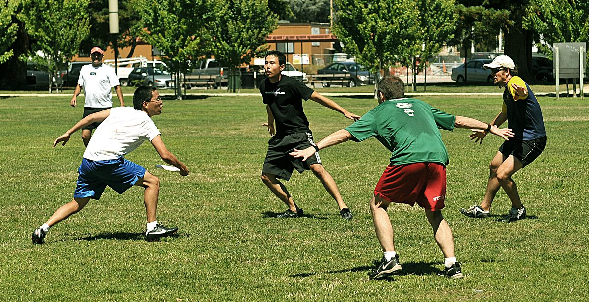 Ultimate Frisbee is one of the many great Things to do in your spare time ...  photo by CC user Sesse on wikipedia.org