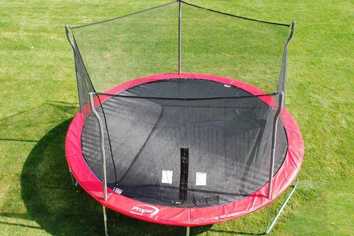 trampoline_with_enclosure