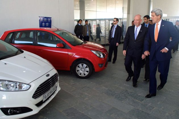 ford_india_president_shows_secretary_kerry_car_models_as_he_tours_new_factory_amid_vibrant_gujarat_summit_16075447589